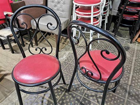 Lieliski krēsli ar metāla kājām