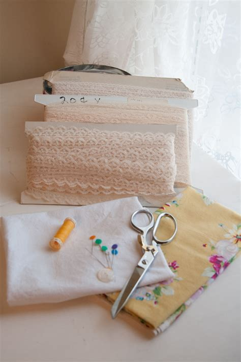Kitchen Towel Fabric by Vintage Kitchen Towel Tutorial Peek A Boo Pages
