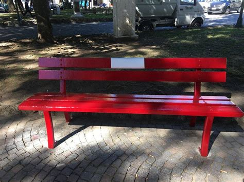 Panchina Chiavari a chiavari inaugurata la panchina rossa contro il