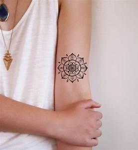 Tatouage Lune Poignet : 13 tatouages de mandalas qui vont vous donner des id es my life mandala tattoo design ~ Melissatoandfro.com Idées de Décoration