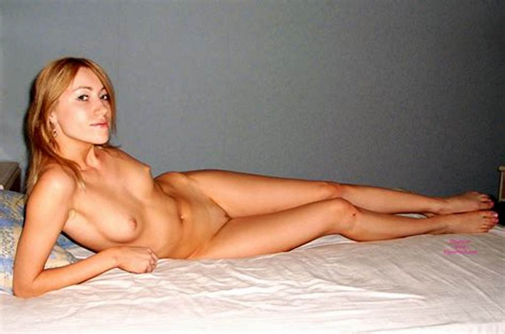 #Nude #Slim #Amateur #Girl #With #Long #Legs