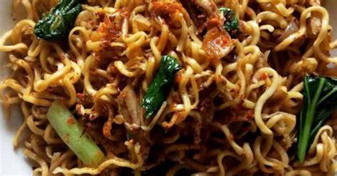 Bahan siapkan wajan, beri dan panaskan sekitar 2 sendok makan minyak. Resep Mie Goreng Jawa ala Mie Telur Cap 3 Ayam