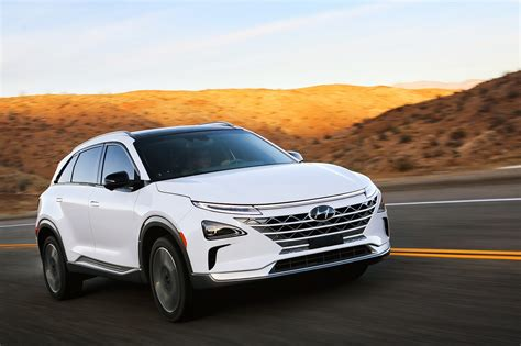 Hyundai's Nexo hydrogen crossover can power appliances ...