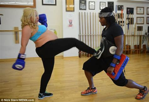 Karate Champ Wonu0026#39;t Let Being 8 Months Pregnant Get In The Way Of Her Kickboxing Classes (Video)
