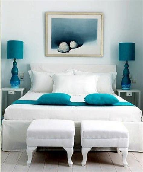 chambre blanche et bleu 1001 idées pour une chambre bleu canard pétrole et paon