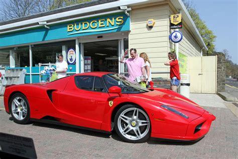 foto de Chris Evans Drives his Ferrari Zimbio