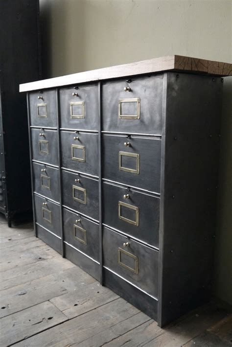 bureau design suedois clapets métalliques auguste