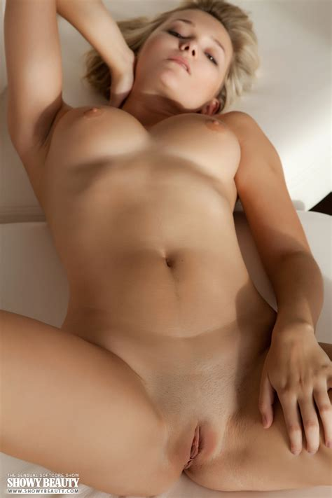 Hot Blonde With Amazingly Sexy Boobs Have Nice Time In The