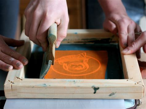 how to print on silk learn the screen printing with silk screening 101 make