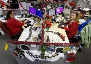 12 Coolest Pimped Cubicles decorated cubicle ODDEE