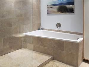 Freistehende Badewanne An Der Wand : kleine b der mit dusche und badewanne ~ Bigdaddyawards.com Haus und Dekorationen