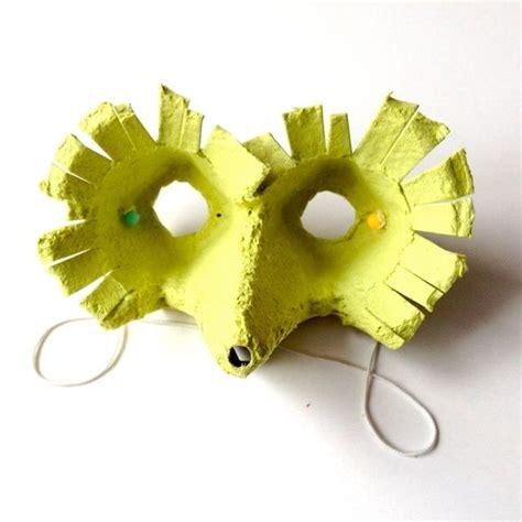faschingsdeko basteln mit kindern vogelmaske eierkarton upcycling schaeresteipapier