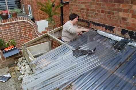 Learn To Roof : Leanto Roof & Fitting-the-top-back-wall-frame
