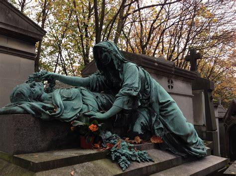 le pere la chaise père lachaise cemetery on all saints weekend
