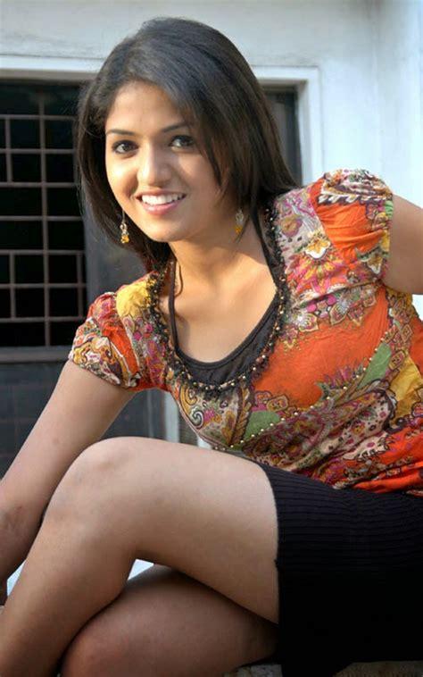 sunaina exposing thunder thighs popular actress