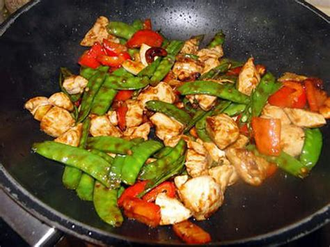 cuisiner pois mange tout recette de sauté de poulet pois mangetout et noix de cajou