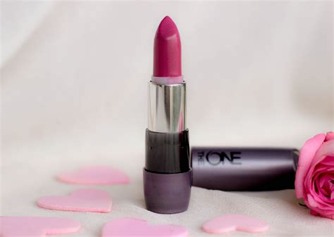 another matte that s not matte oriflame the one matte lipstick in pink raspberry corals with