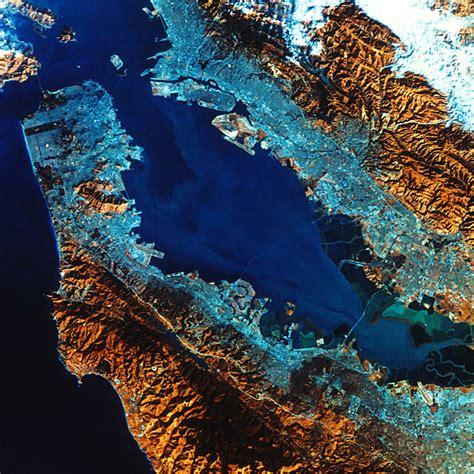ES 351/771/775 Landsat introduction