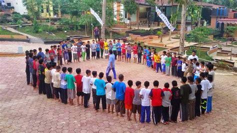Kulirik jam dinding…ah… pukul 8 pagi…suasana rumahku sepi. Foto Taman Yg Unik Buat Sekolahan Sd / Mulan lee model ...
