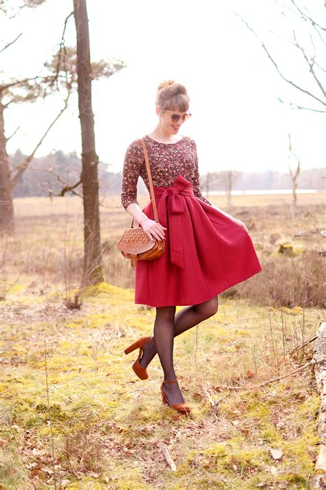 outfit red midi skirt  ribbon retromantisch