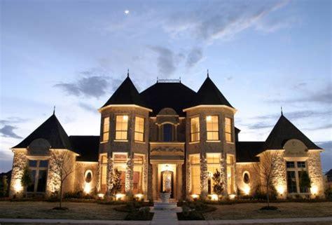 gorgeous houses    castles
