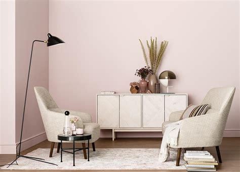 schlafzimmer ideen wandgestaltung mehrfarbig altrosa wandfarbe bilder ideen