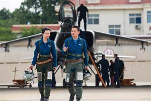 Female pilots fly JH-7 fighter bombers[1]- Chinadaily.com.cn