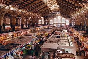 Valencia's Central Market stall owners set to charge