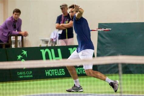 Foto: Gulbis trenējas Valmierā kopā ar jaunajiem tenisistiem - Citi sporta veidi - Sports Valmierā