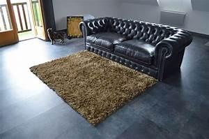 Ambiance vintage garantie avec ce tapis pop a poils longs for Tapis shaggy avec canapé cuir vieilli marron