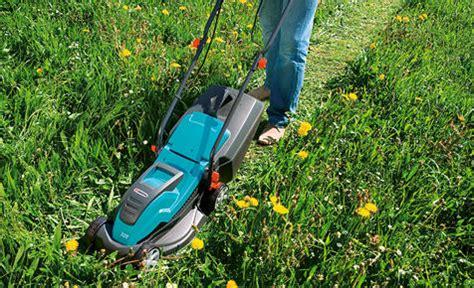 Wann Rasen Das Erste Mal Mähen by Rasen M 228 Hen Selbst De