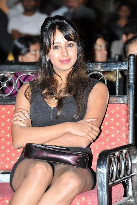 tv actress sanjjanaa hot bikini images