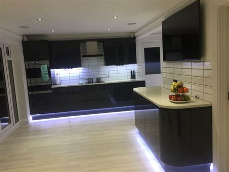kitchen tiles design images 15 must see grey gloss kitchen pins high gloss kitchen 6293