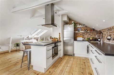 cucina mansarda cucine con isola in mansarda mansarda it