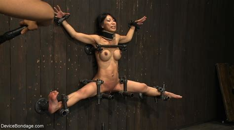 Round Breasted Asian Does The Splits In The Xxx Dessert