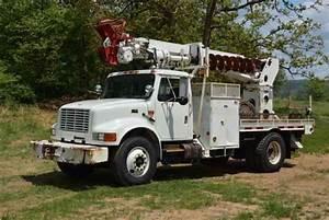 International 4900  2001    Utility    Service Trucks