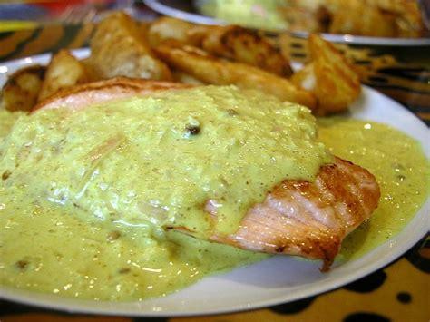 cuisiner des pav de saumon recette de pavé de saumon au curry la recette facile