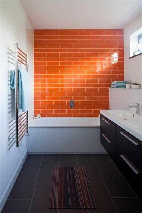 Badezimmer Fliesen Orange 25 best ideas about orange bathrooms on