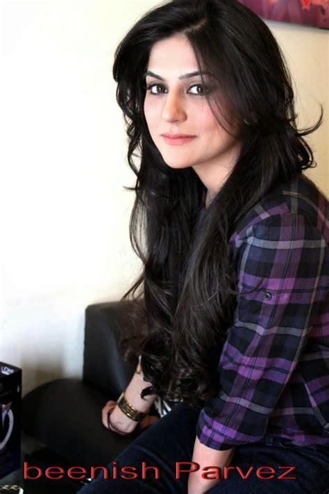 pakistani actress long hair sanam baloch long hair cut chin grazing thin bangs