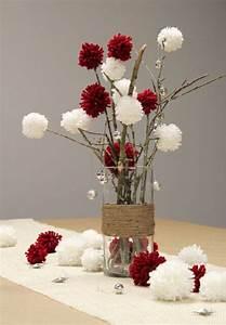 Idee Deco De Table Noel : decoration table noel vase branchage pompons en laine ~ Zukunftsfamilie.com Idées de Décoration