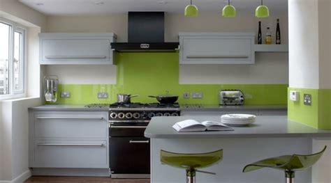 cuisine gris et vert anis déco cuisine vert et gris
