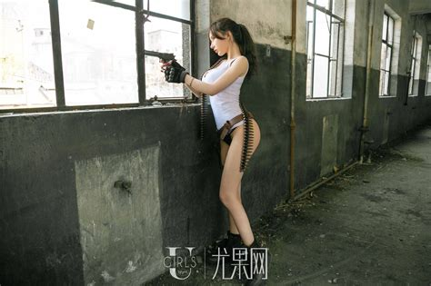 bỏng mắt với màn cosplay phong cách pubg của zhou yuxi