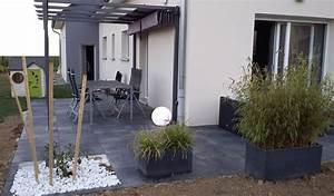 Pergola En Bambou : terrasse design dalles noires anthracite carrelage gr s ~ Premium-room.com Idées de Décoration