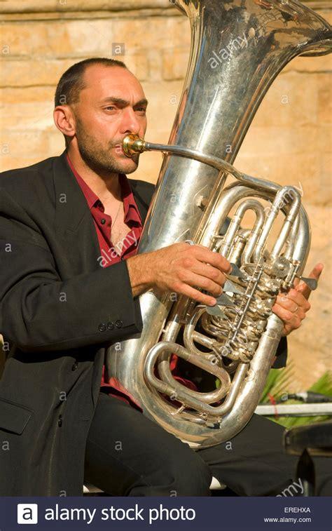 bass tuba spieler stockfotografie alamy