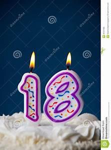 Kuchen 18 Geburtstag : kuchen geburtstags kuchen mit kerzen f r 18 geburtstag stockfoto bild 45127485 ~ Frokenaadalensverden.com Haus und Dekorationen