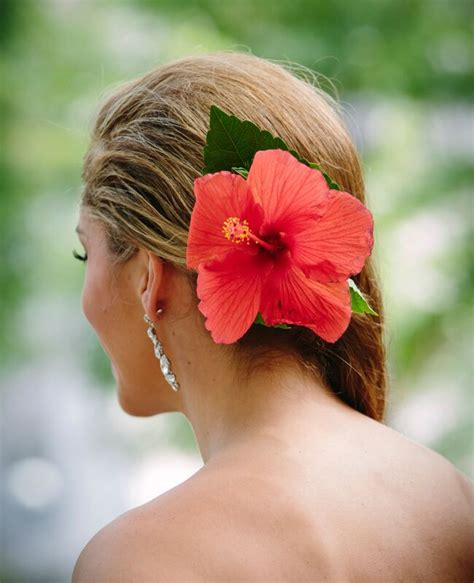 7 Wedding Day Hairstyles With Fresh Flowers