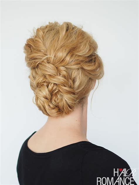 33 modern curly hairstyles that will slay on your wedding