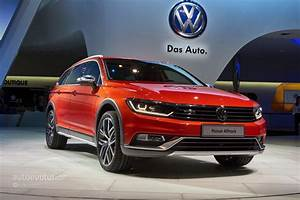 Passat Cc 2015 : 2015 volkswagen passat alltrack makes a first appearance in the metal at geneva autoevolution ~ Medecine-chirurgie-esthetiques.com Avis de Voitures