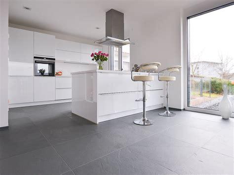 carrelage ardoise cuisine faience grise cuisine carrelage gris mur bois et gris