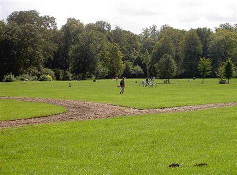 Nacktbaden An Der Schönfeldwiese Im Englischen Garten In